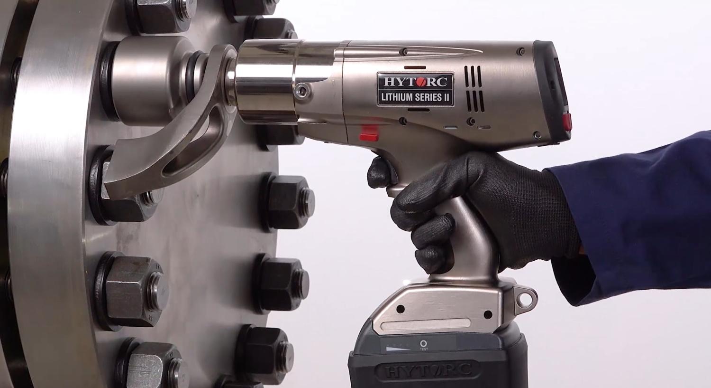 Yhä useammissa teollisissa ruuviliitostöissä on siirrytty älykkään HYTORC LITHIUM II -momenttivääntimen käyttöön.