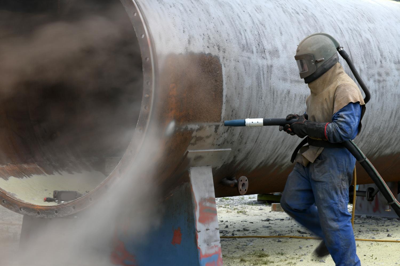 Suurten tuotantolaitosten huoltoseisokit edellyttävät usein työskentelyä pultti- ja ruuviliitosten parissa